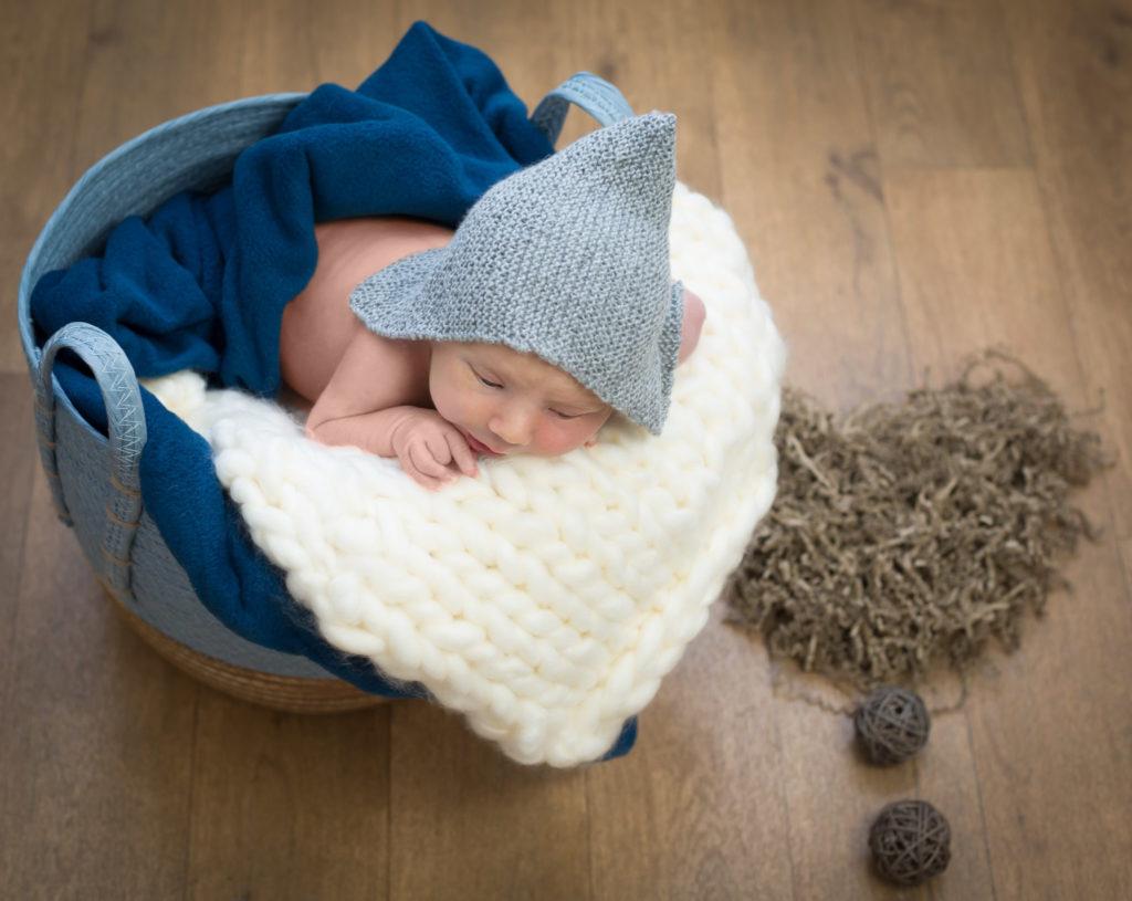 bébé dans son contenant